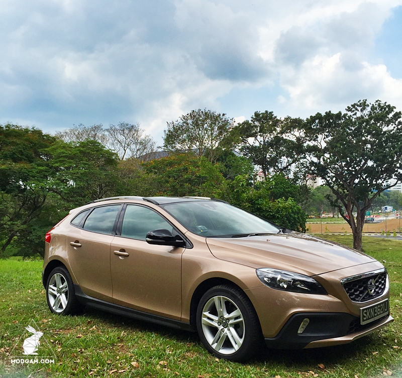 the new volvo v40 cross country d2 car review. Black Bedroom Furniture Sets. Home Design Ideas